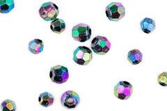 雕琢平面的多彩多姿的小珠被隔绝反对白色 库存图片