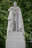 雕象乔治第5国王在威斯敏斯特宫对面的 免版税库存照片