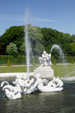 雕象和喷泉在贝尔维德雷宫,维也纳,奥地利 免版税图库摄影
