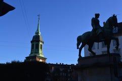 雕象和塔在哥本哈根 免版税库存照片