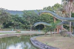 雕象和恐龙在KHONKEAN,泰国公园  免版税库存照片