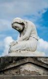 雕象在公墓 免版税图库摄影