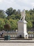 雕象在枫丹白露宫,法国庭院里  免版税库存照片
