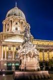 雕象在王宫布达城堡的庭院里在布达佩斯,匈牙利 免版税图库摄影