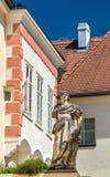 雕象在老镇多瑙河畔克雷姆斯,奥地利 图库摄影