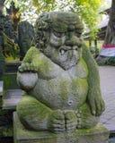 雕象在猴子森林里, Ubud 免版税库存图片