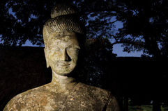 雕象在budha公园关闭 图库摄影