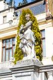 雕象在Peles城堡,罗马尼亚庭院里  免版税库存图片