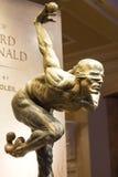 雕象太阳马戏团艺术家的陈列在贝拉焦h 免版税库存图片