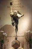 雕象太阳马戏团艺术家的陈列在贝拉焦h 库存照片