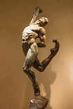 雕象太阳马戏团艺术家的陈列在贝拉焦h 免版税图库摄影