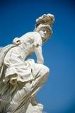 雕象智慧女神(雅典娜)在公园Sanssouci,波茨坦,德国 免版税库存照片