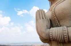 雕象用被扣紧的手 免版税库存图片