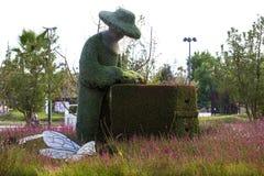 雕象由植物和草本和人做的动物昆虫 免版税库存图片