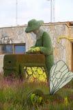雕象由植物和草本和人做的动物昆虫 图库摄影