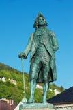 雕象的外部对Ludvig Holberg男爵的在卑尔根,挪威 库存照片