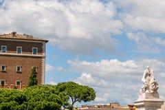 雕象看法在前面,阿尔塔雷della帕特里亚,威尼斯广场,罗马意大利的 免版税库存图片