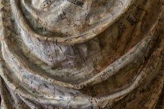 雕象艺术家细节与礼服折叠的有拉长的音符的 免版税库存图片