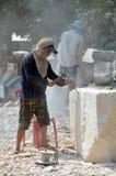 雕象菩萨的雕刻师 免版税库存照片