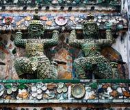 雕象邪魔(巨人,巨人)黎明寺、地标和没有1旅游胜地的在泰国。 库存图片