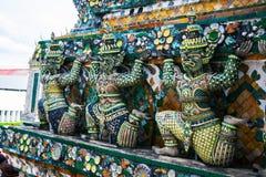 雕象邪魔(巨人,巨人)黎明寺、地标和没有1旅游胜地的在泰国。 免版税库存图片