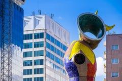 雕象`妇女和鸟`夫人我Ocell,加泰罗尼亚语的,创造由J 库存图片