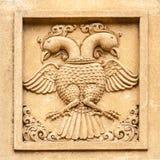 雕刻一只双重朝向的老鹰 库存图片