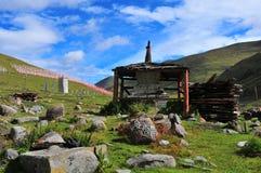 雕刻与塔的西藏阿玛尼石头 免版税库存图片