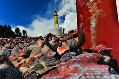 雕刻与塔的Tyibet阿玛尼石头 免版税库存照片