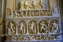 雕刻在圆顶场所Borghese罗马Ital的赫拉克勒斯 免版税库存照片
