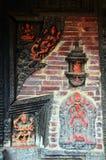 雕刻在墙壁上在Patan Durbar广场尼泊尔 免版税库存图片