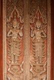 雕刻在教会的古老老挝艺术木头在贺尔Phakaeo寺庙。 库存图片