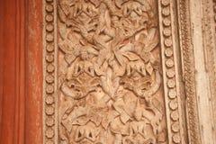 雕刻在教会的古老老挝艺术木头在贺尔Phakaeo寺庙。 免版税库存图片