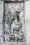 雕刻在文学寺庙的Anciet狮子在河内,越南 库存照片