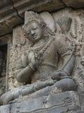雕刻在巴兰班南寺庙,印度尼西亚, Java,日惹墙壁上的Vishnu浅浮雕细节  免版税库存图片