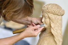 雕刻师木工作 免版税库存照片
