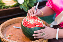 雕刻泰国的果子,传统艺术工作 库存图片