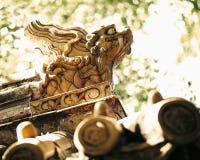 雕刻特写镜头在塔的屋顶的,白天 免版税库存照片