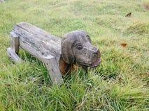 雕刻狗 免版税图库摄影