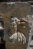 雕刻的岩石描述一个人面在迈拉古老站点在代姆雷在土耳其 免版税库存照片