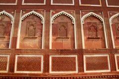 雕刻阿格拉堡印度墙壁  库存照片
