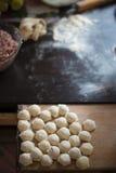 雕刻饺子 免版税库存图片
