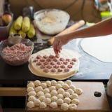 雕刻饺子 库存图片