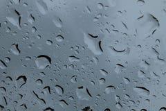 雨下落 免版税库存图片
