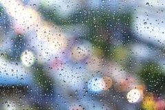 雨下落 免版税库存照片