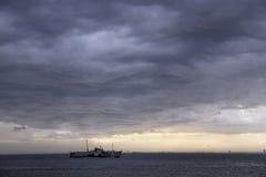 雨云和风暴在伊斯坦布尔 库存照片