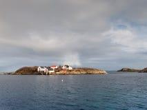 雨云在Henningsvaer, Lofoten海岛,挪威 免版税库存照片