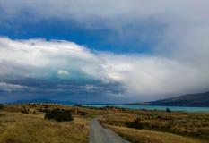 雨云,普卡基湖, NZ 免版税库存照片