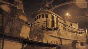 雨吹的小船重的风和阵风在台风期间的 影视素材