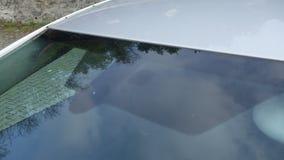雨和光传感器位置,豪华汽车挡风玻璃,蓝色被设色的玻璃,正面图,技术设计 蓝色玻璃 库存照片